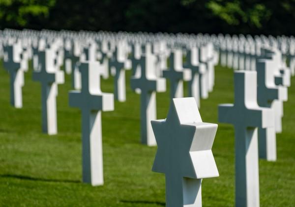 43_katonai_temeto_3_kicsik.jpg