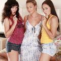 3 barátnő