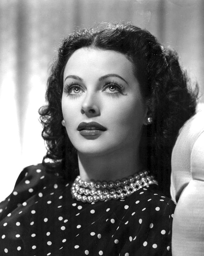 hedy_lamarr_publicity_photo_for_the_heavenly_body_1944.jpg