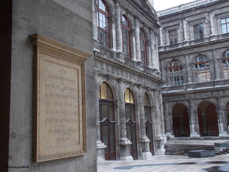 A Bécsi Egyetem (UNI Wien) belső udvara.