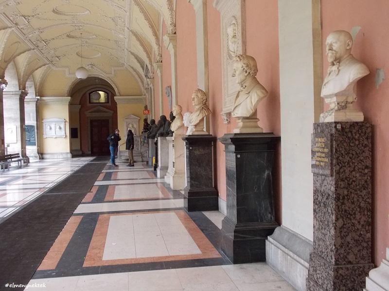 A Bécsi Egyetem (Uni Wien) udvari belső tere.