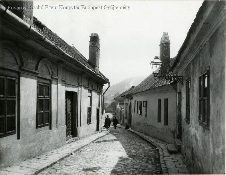 taban_aranykakas_utca_1900k-bpkep_fszek_hu.JPG