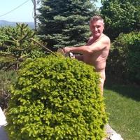 Ádámkosztümben ünneplik a Meztelen Kertészkedés Világnapját