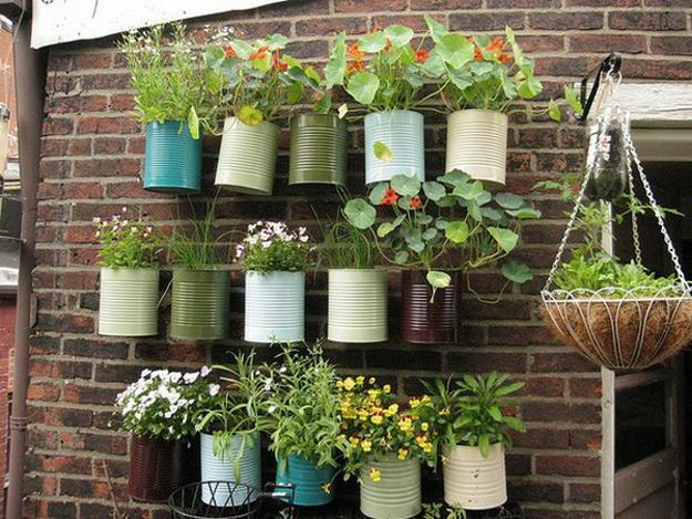 balcony-decorating-summer-flowers-hanging-planters-6_1.jpg