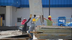 Nem lassít az építőipar