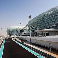 Yachtkikötő, alagút, szálloda - F1 pálya Abu Dhabiban