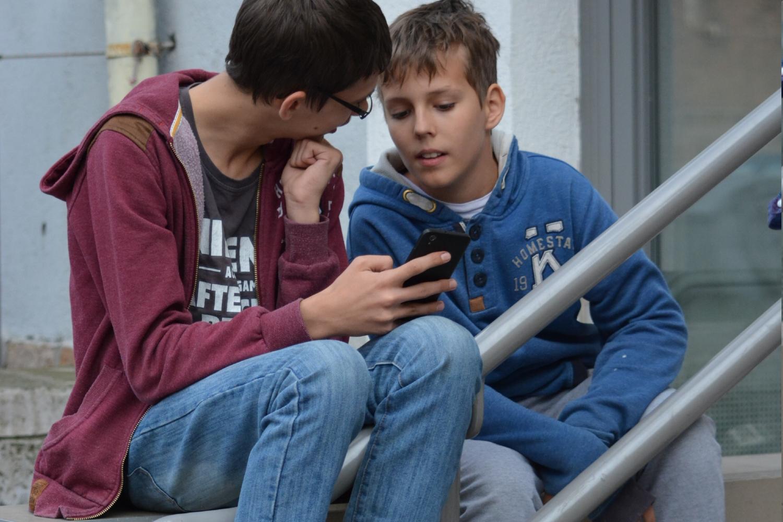 Telefonokról, telefonokkal a telefon generáció.