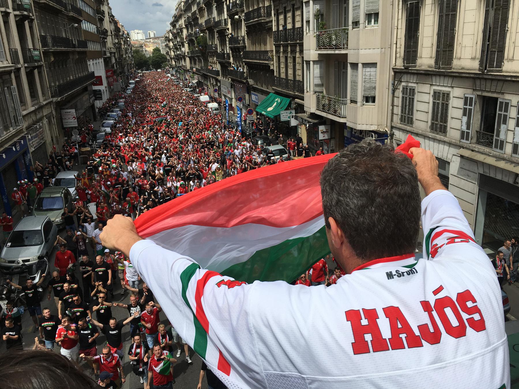 focieb_2016_magyarizland_magyar_szurkolok_marseilleben01.jpg