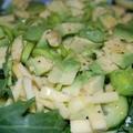 Zöld saláta (rukkola avokádóval, uborkával és póréval)