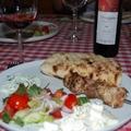 Görög saláta, souvlaki, tzatziki és pita