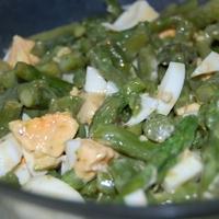 Zöldspárga saláta