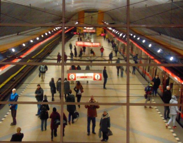 14_sz_kep_metro_megalloban.JPG