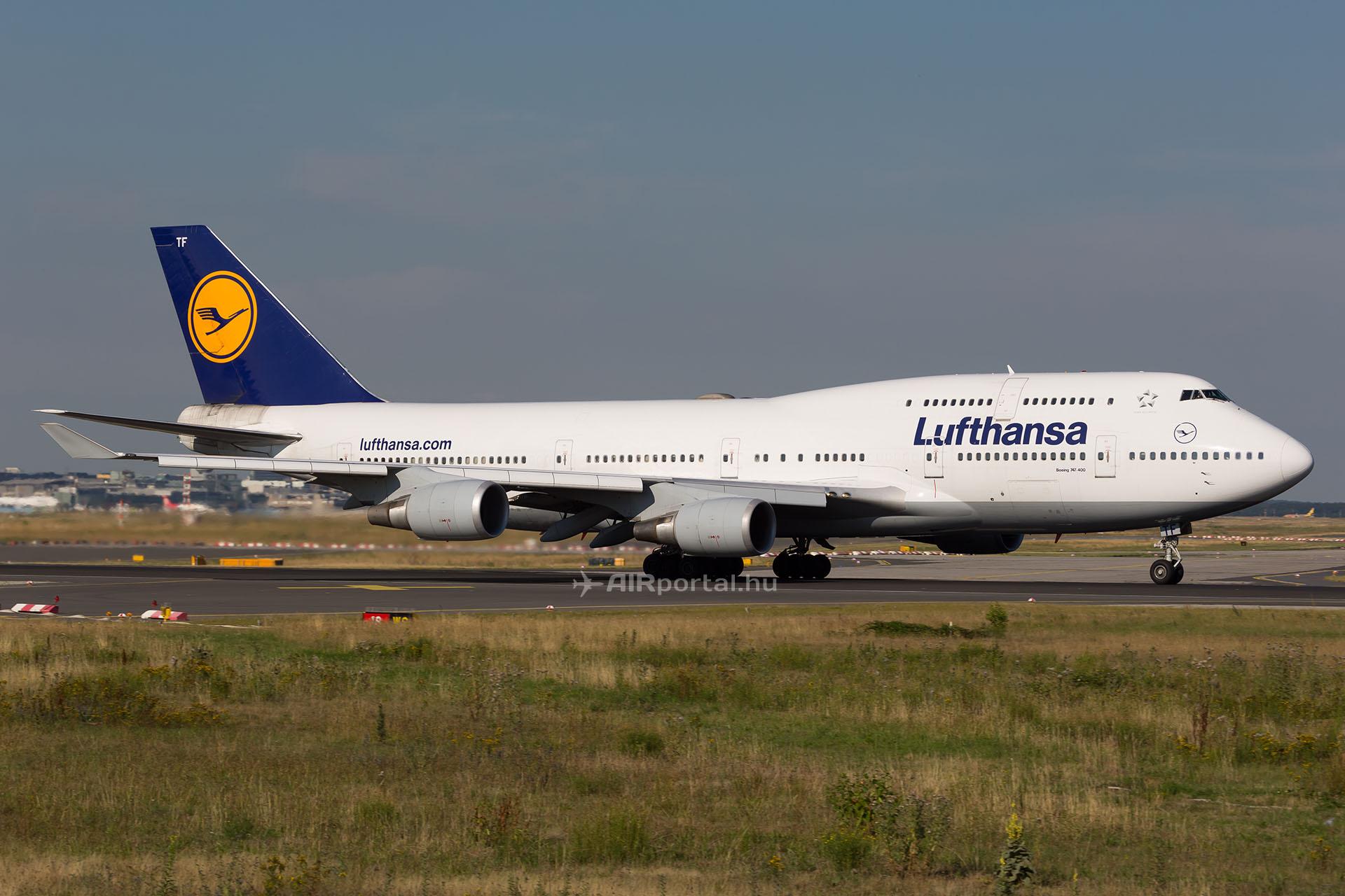 lufthansa-boeing-747-400.jpg