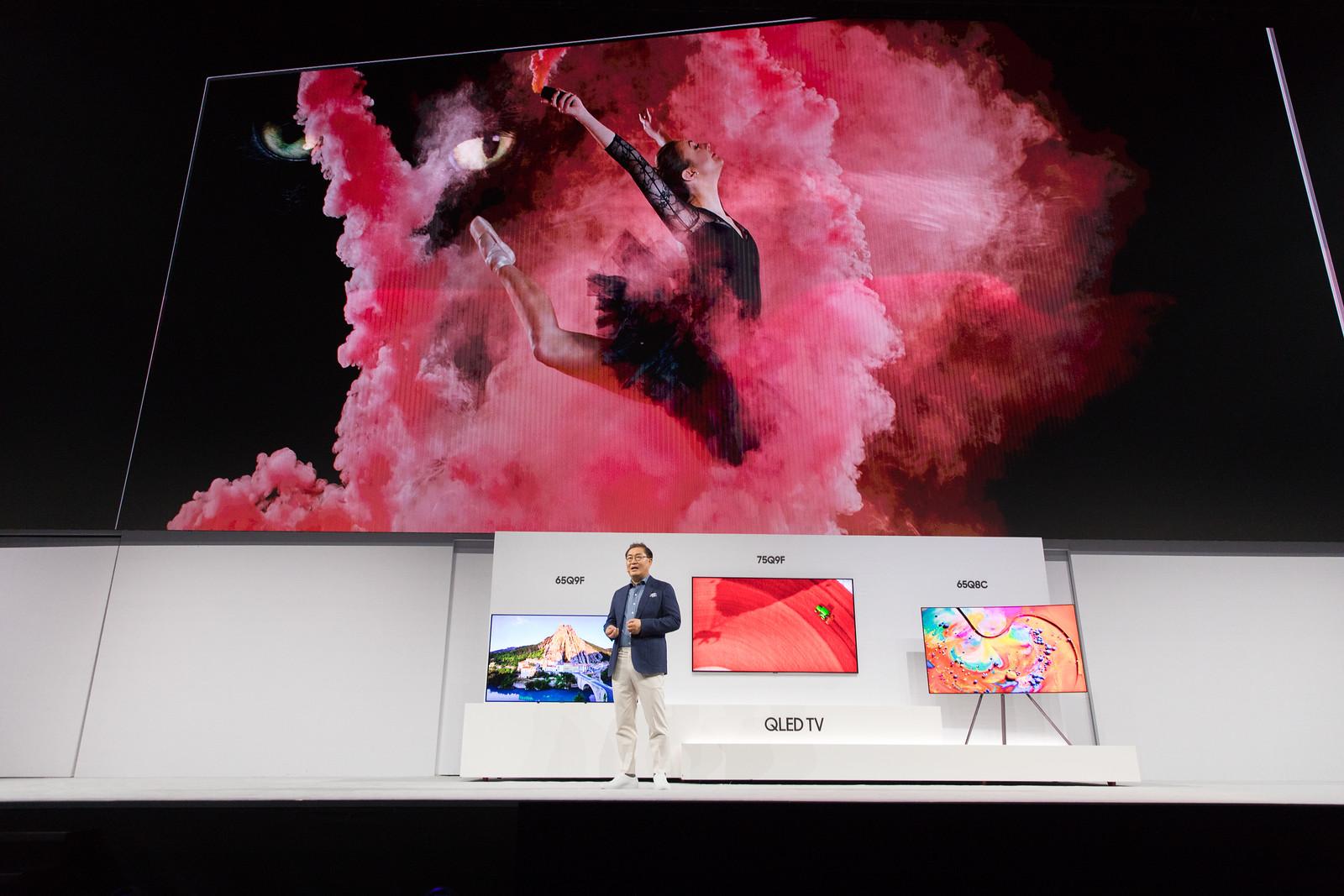 jonghee_han_president_of_visual_display_business_at_samsung_electronics_introducing_the_new_2018_qled_tvs_3.jpg