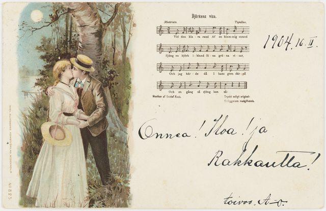 """Svéd nyelvű finn képeslap 1904-ből egy csókolózó szerelmespárral és a """"Björkens visa"""" című svéd dal kottájával."""
