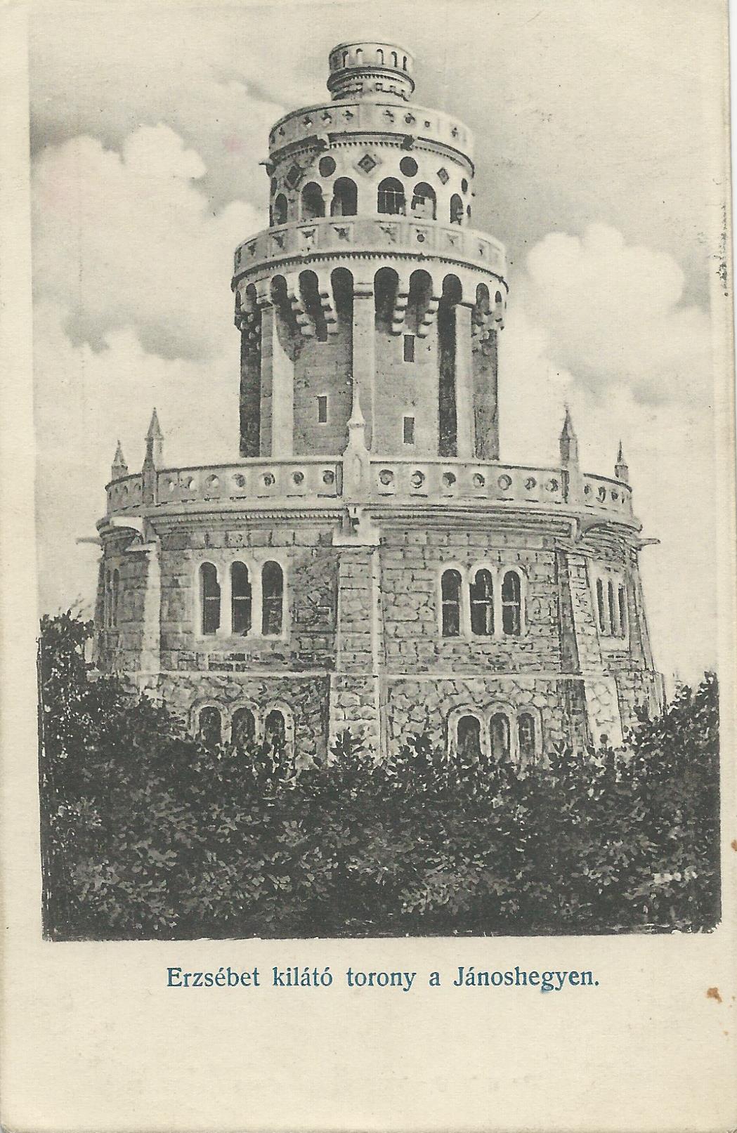 A képeslapon a Jánoshegyen lévő Erzsébet kilátó látható 1911-ből. Hátoldalán Kozár Mihály pecsétje látszik a bal felső sarokban.