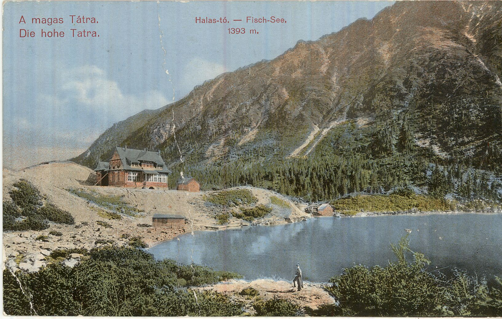 A képeslapon a Magas Tátra egyik tengerszeme látható a partján egy menedékházzal 1911-ből.
