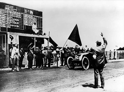 1906_french_grand_prix_finish.jpg