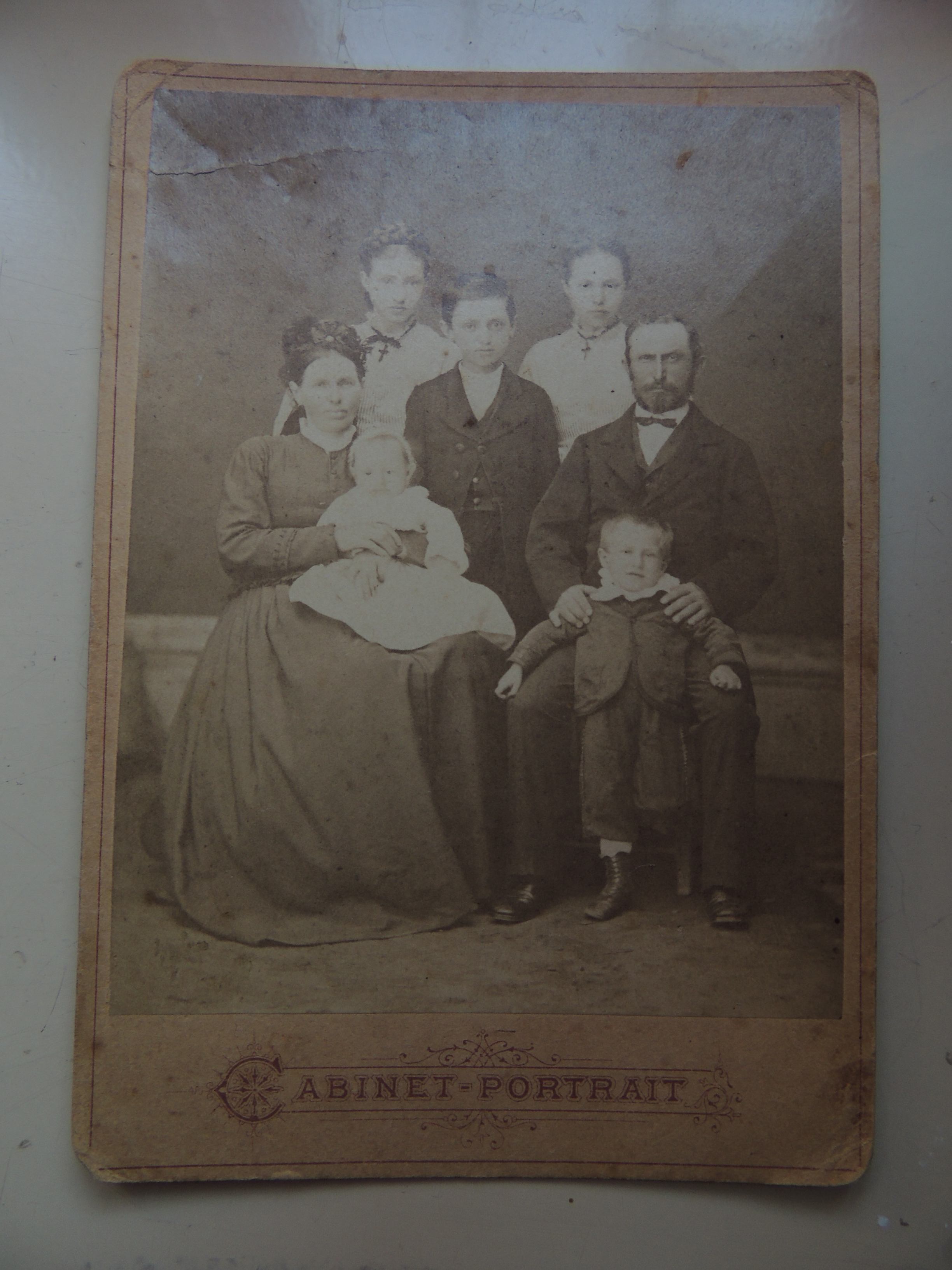 ferenc_szisz_as_child_with_parents.JPG