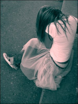 http://m.blog.hu/f1/f1fangirl/image/alone-girl-cry-sad.jpg