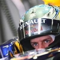 Vettel hosszabbít, Hamilton vált