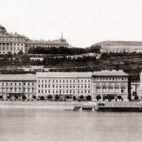 A Duna éke és a kommunisták vétke volt a budai palotasor elpusztítása
