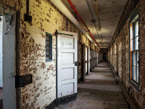 asylum14.jpg