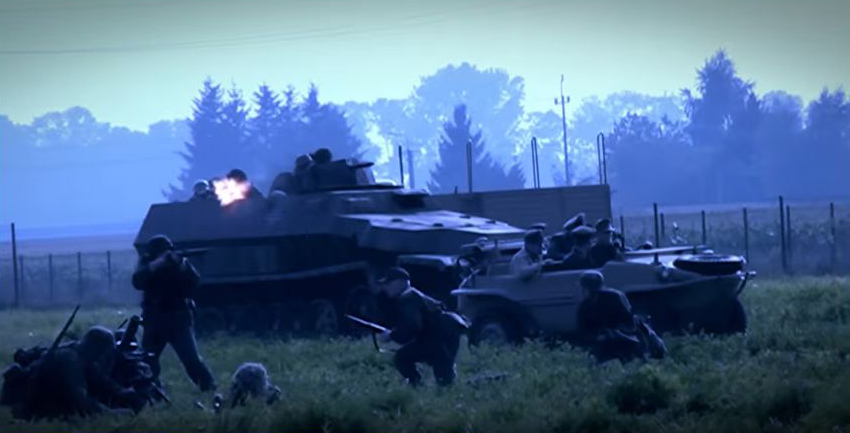 ' Csapataink harcban állnak' (Fotó: Magyar korridor - Varsó 1944 című film)