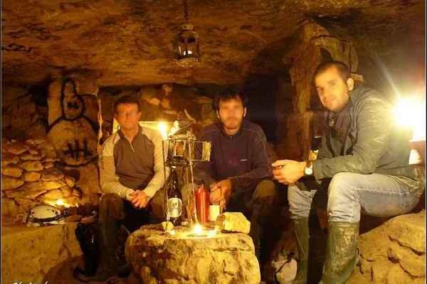 Szeánszok, vad orgiák és bacchanáliák Párizs labirintusában