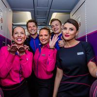 Íme a Wizz Air-sztyuvik új egyenruhája