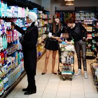 Karl Lagerfeld hétköznapjai a való világban...