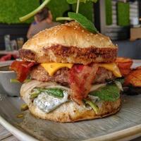 Tepsifüles burger