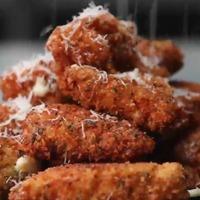 Mozzarellás-csirkés harapnivaló