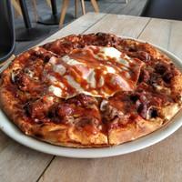 Ha csak egy pizzát rendelsz októberben, ez legyen az! - Fullos Angol Reggeli