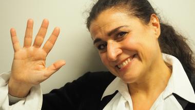 Majdnem-interjú Cecilia Bartolival