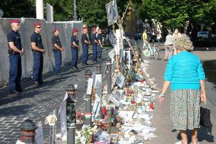 Összehangolt támadás az Eleven Emlékmű ellen