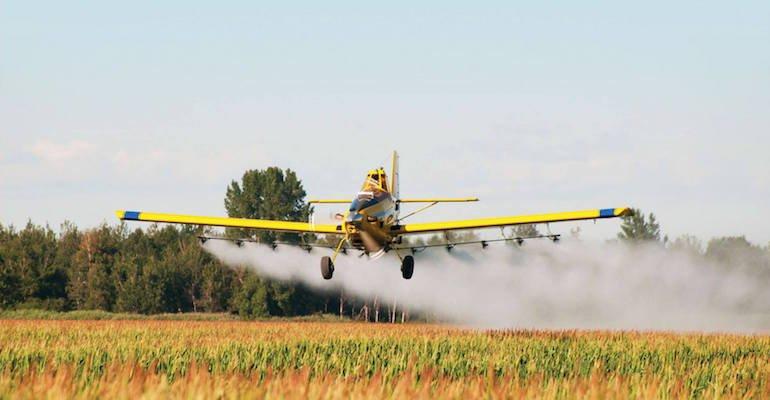 Nem jön attól több szúnyogirtó repülő, ha e-mailben zaklatod a Katasztrófavédelmet