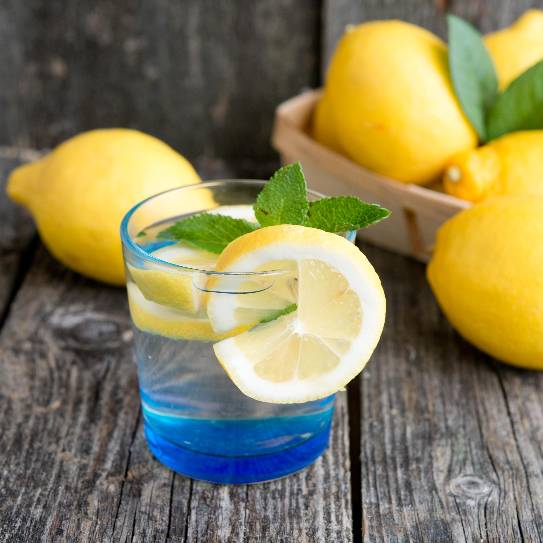 10 ok, amiért érdemes a napot egy pohár langyos citromos vízzel indítani