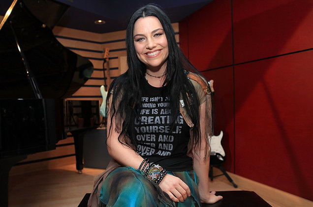 amy-lee-portrait-smiling-2016-billboard-1548_1.jpg