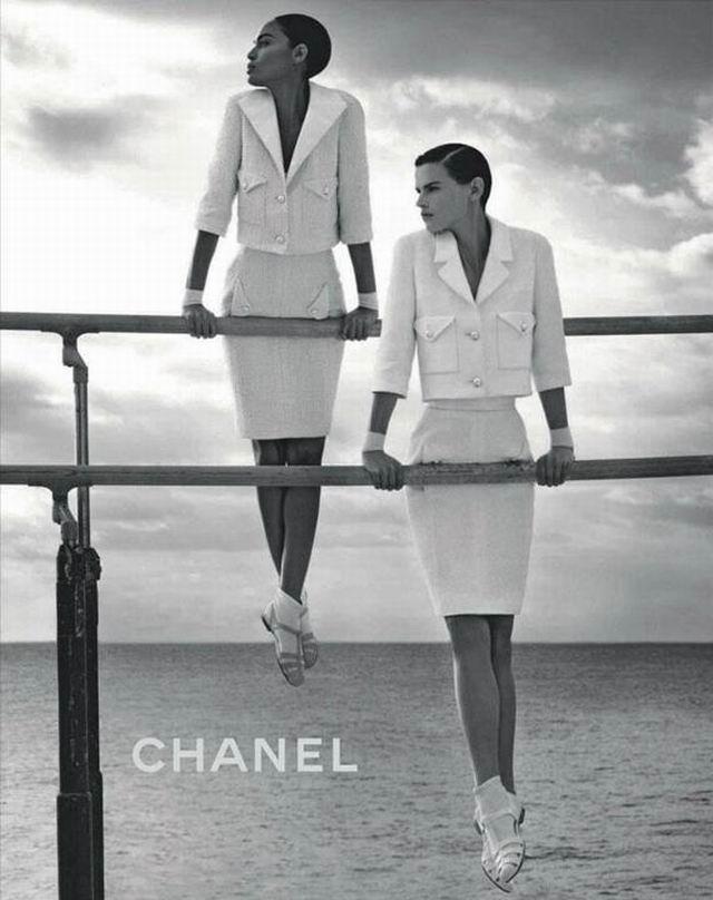 Lagerfeld Chanel-fotói a tengerparton