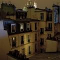 Párizs háztetői felett