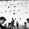 Images à la Sauvette – Kiállításon Cartier-Bresson korszakos hatású fotókönyve