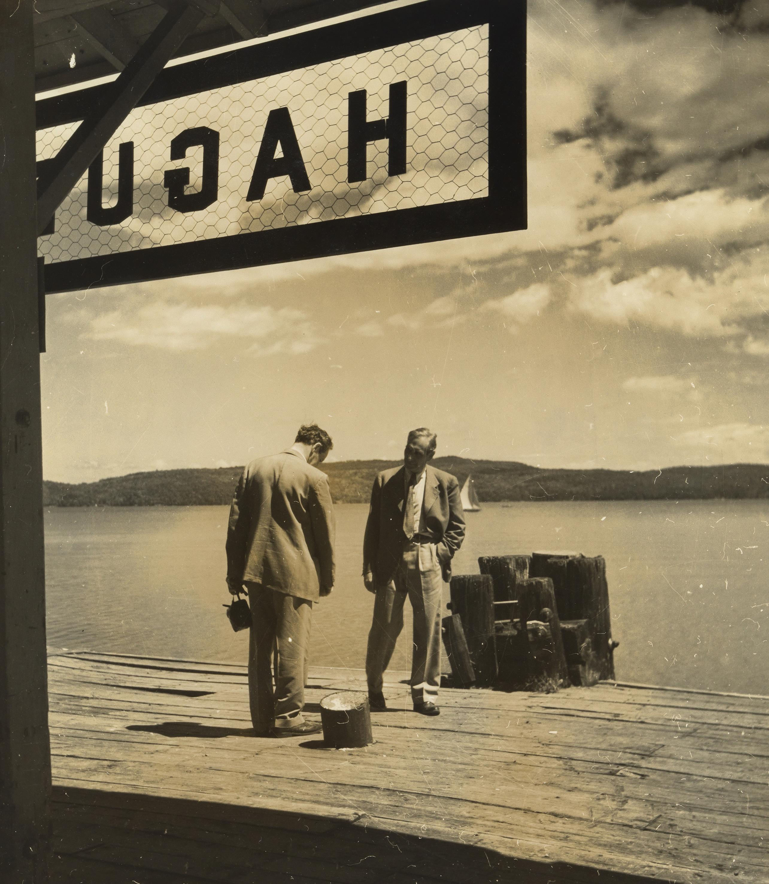 Két férfi a mólón. USA, 1940-es évek. Robert Haas © Wien Museum/Sammlung Robert Haas