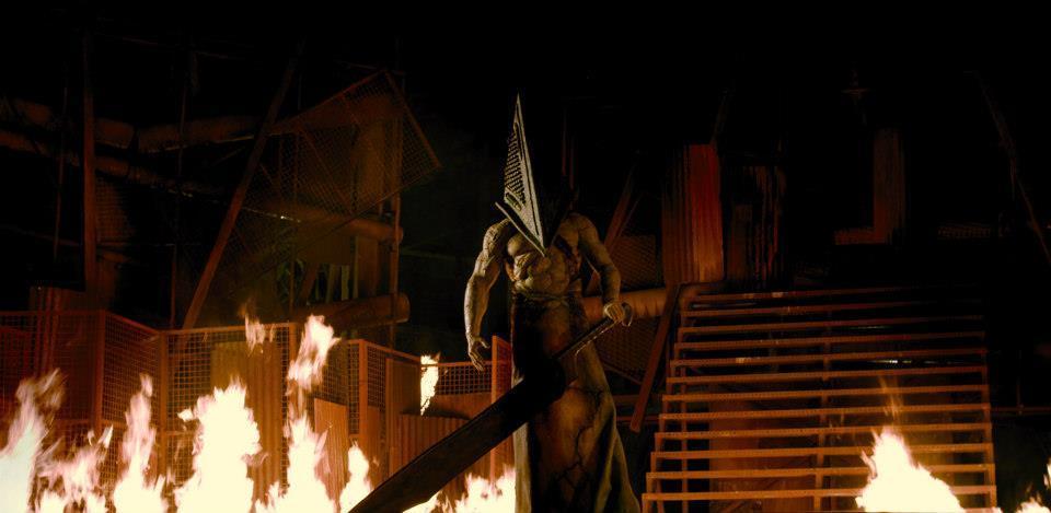 Silent-Hill-Revelations-Pyramid-Head.jpg