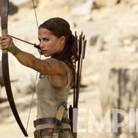 Bréking Nyúz: Új kép Lara Croftról. Előzményfilmet kap a Drakula. Ali Baba kincsét forgják keresni. Hawaii Five-O-ból a Hellboyba. Folytatják a 47 méter mélyent.