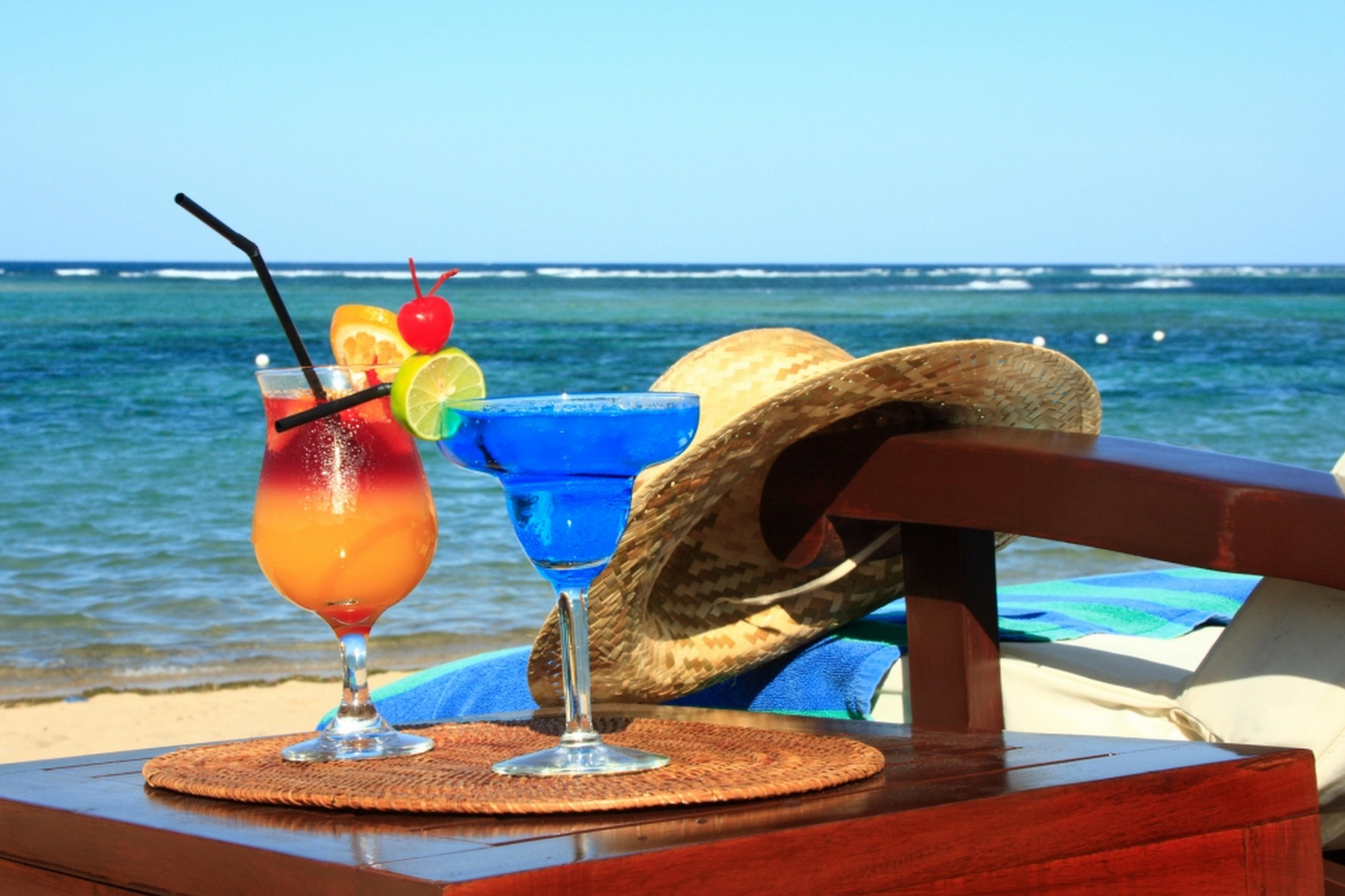 cocktails-beach.jpg