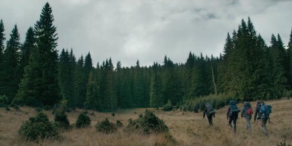 the-ritual-british-horror-film-david-bruckner-hiking.png