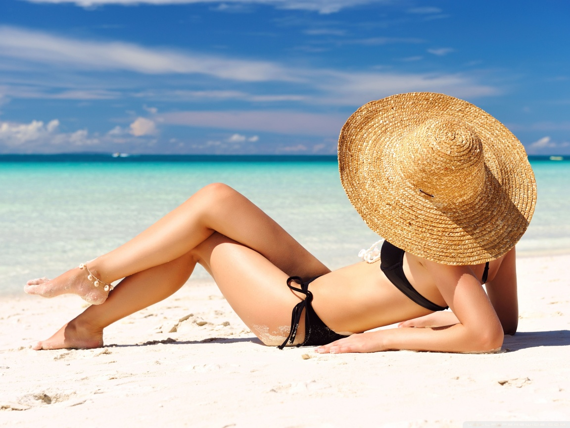 sunbathing_on_the_beach-wallpaper-1152x864.jpg