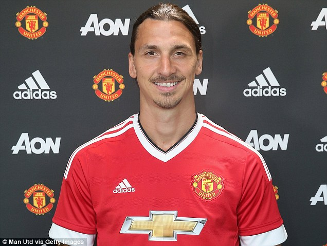 35dcce5b00000578-3671202-zlatan_ibrahimovic_is_now_officially_a_manchester_united_player_-m-14_1467458303291.jpg