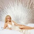 Kylie Minogue 48 éves csodás lábfeje